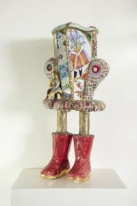 Vaas op rode laarzen - Marianne den Hartog - Foto Claudia Otten